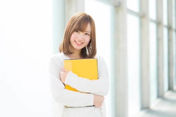 マッチングアプリ プロフィール 笑顔の女性