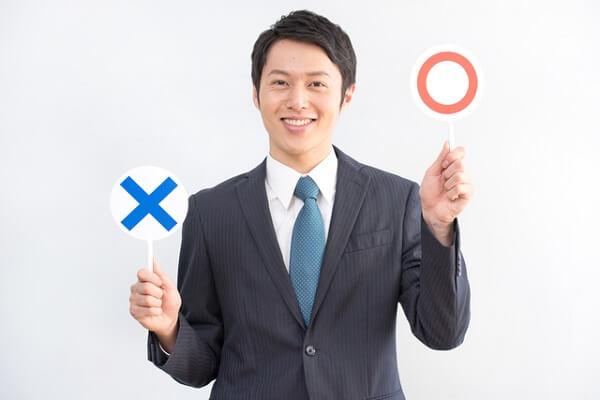 マッチングアプリ プロフィール OKサインの男性