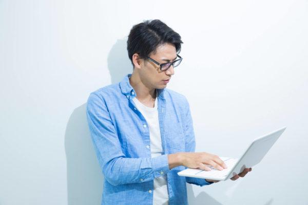 マッチングアプリ プロフィール 横顔の男性