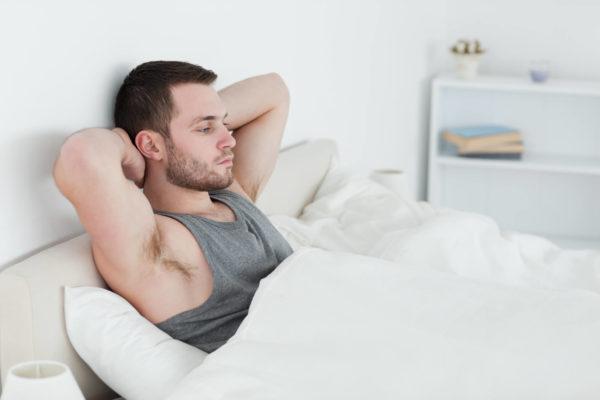 婚活アプリ・サイト 写真 寝巻の男性