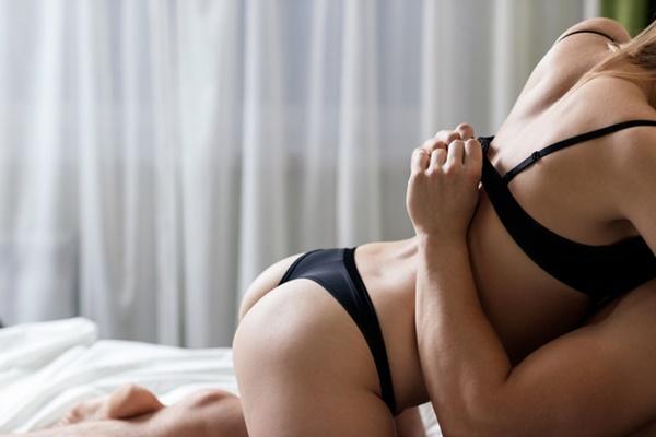 エロい出会い系で出会ってセックスしている男女